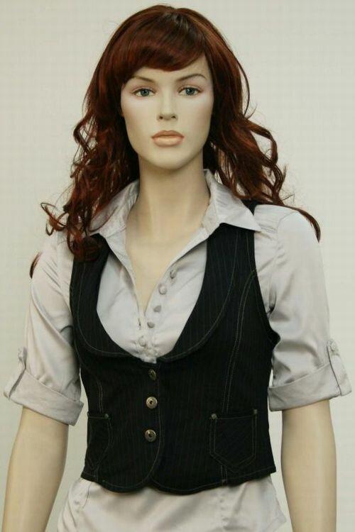 Осенью будут в моде вязаные, меховые, кожаные, атласные жилеты.